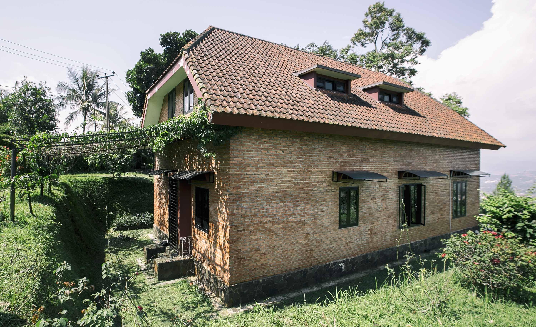 Có một ngôi nhà nông thôn châu Âu ở Làng Cijeruk Rumah123 com