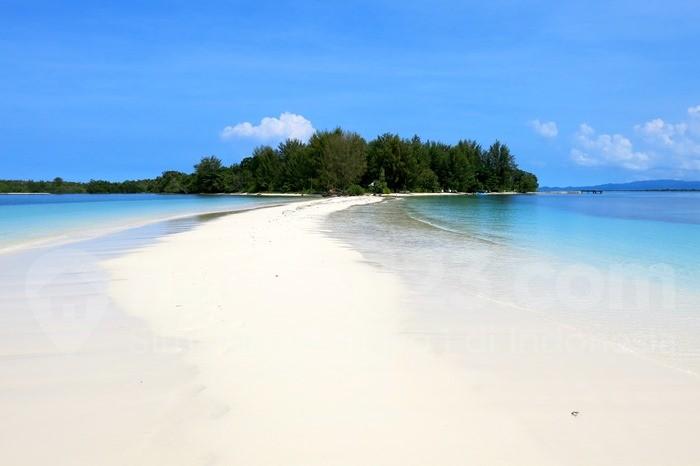 Pulau Dodola, Morotai, Maluku Utara. (Foto: Rumah123/iStockphoto)