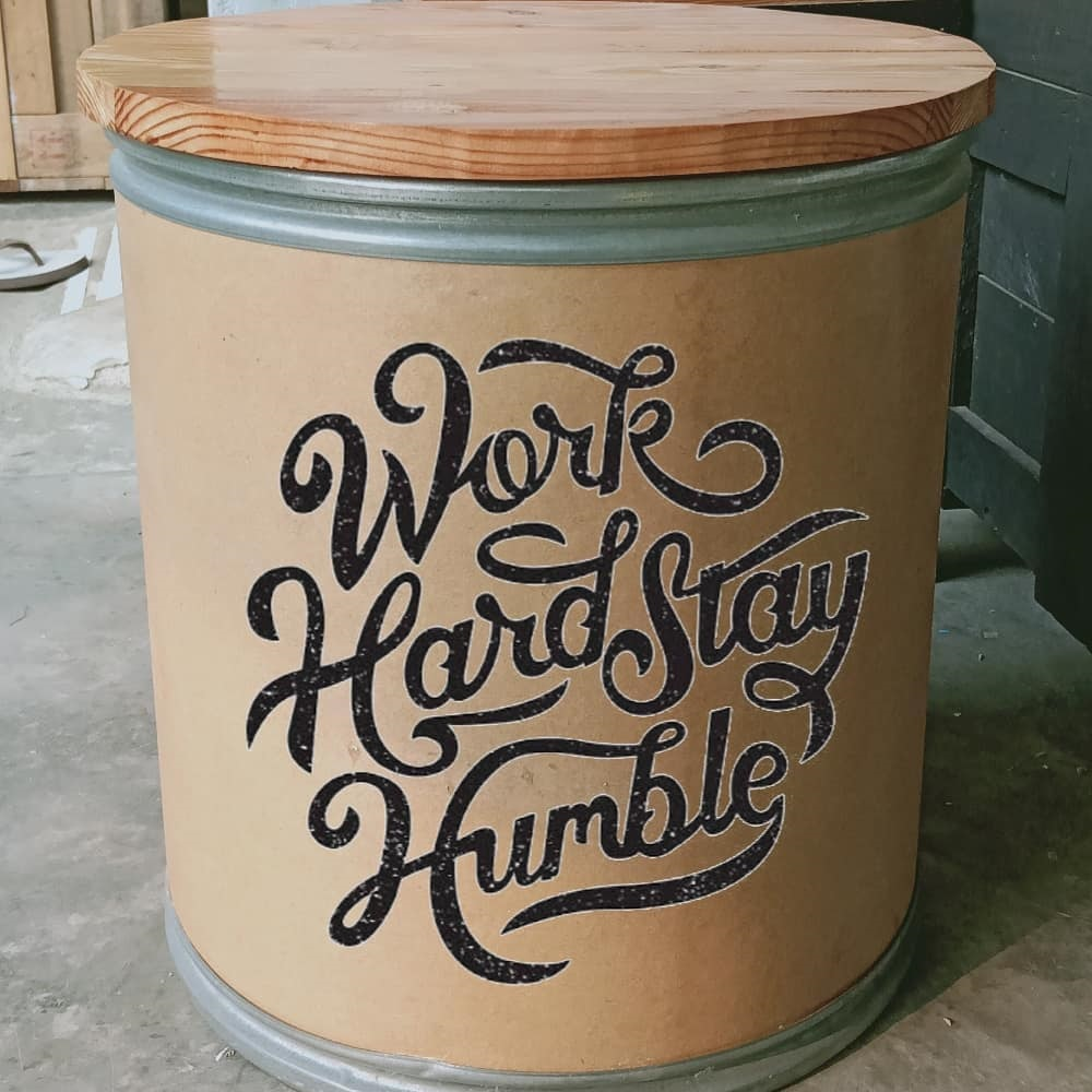 kursi dari kaleng cat bekas