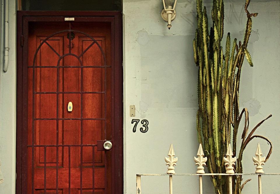 pintu berderit