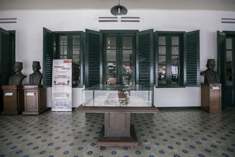 Ruang Kongres Sumpah Pemuda Keindahan Gaya Kolonial Pada Museum Sumpah Pemuda Rumah123 Com