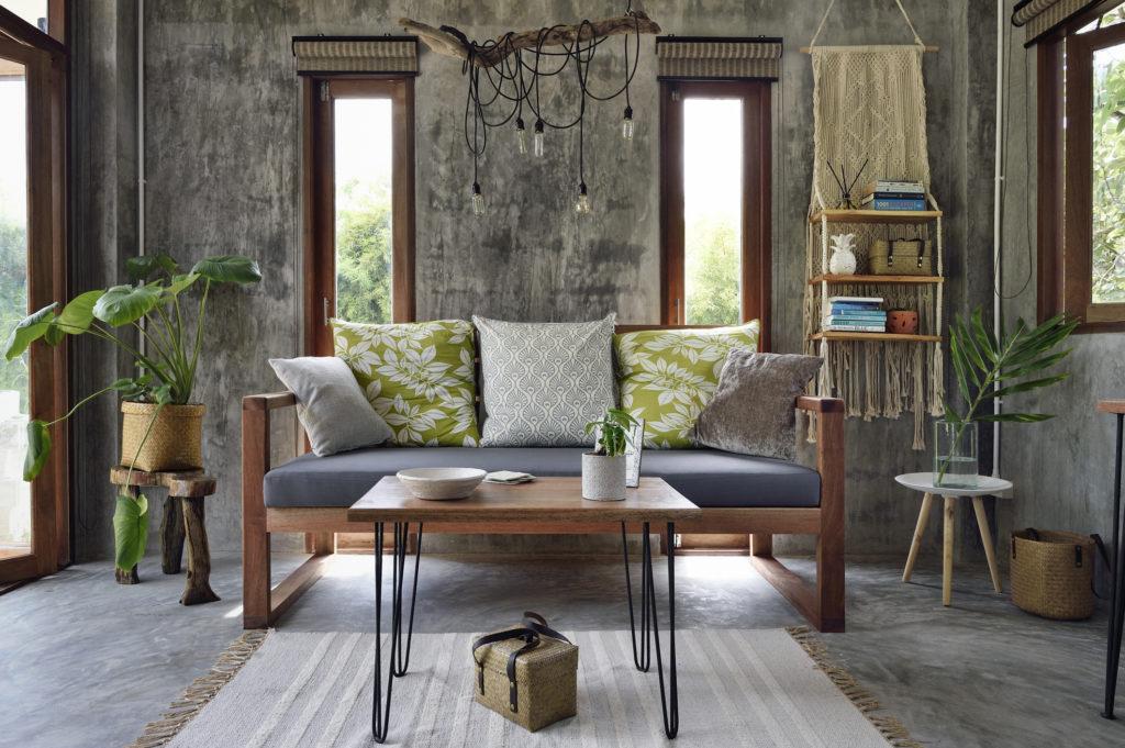 Panjang ideal coffee table paling tidak separuh hingga dua pertiga panjang sofa - Rumah123.com