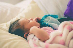 5 Cara Mengatur Letak Lampu di Kamar Bayi, Jangan Disepelekan Ya!