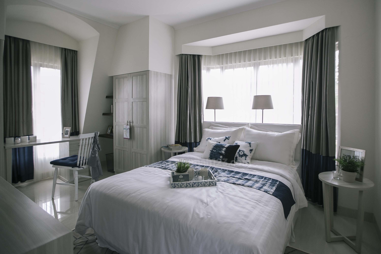 Ruang tidur utama pada rumah Rosewood, Rancamaya.