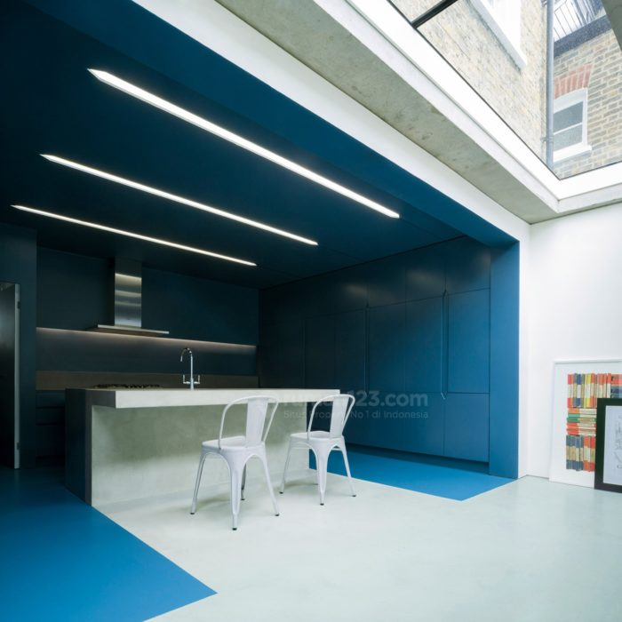 bureau-de-change-architects-blue-kitchen