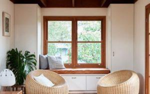 8 Cara Mengatasi Jendela Kayu Memuai | Hal yang Sering Terjadi Saat Musim Hujan