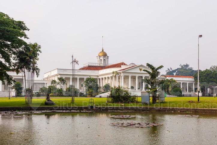 Istana Peristirahatan yang Nyaman Sekaligus Kebun Raya yang Megah