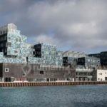 Fasad Sekolah Dipasangi 12.000 Panel Solar, Bisa Ngirit Listrik 50 Persen!