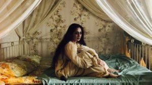 Pajang Foto dan Lukisan? Ga Masalah Asal Bukan Foto Ibu Pengabdi Setan