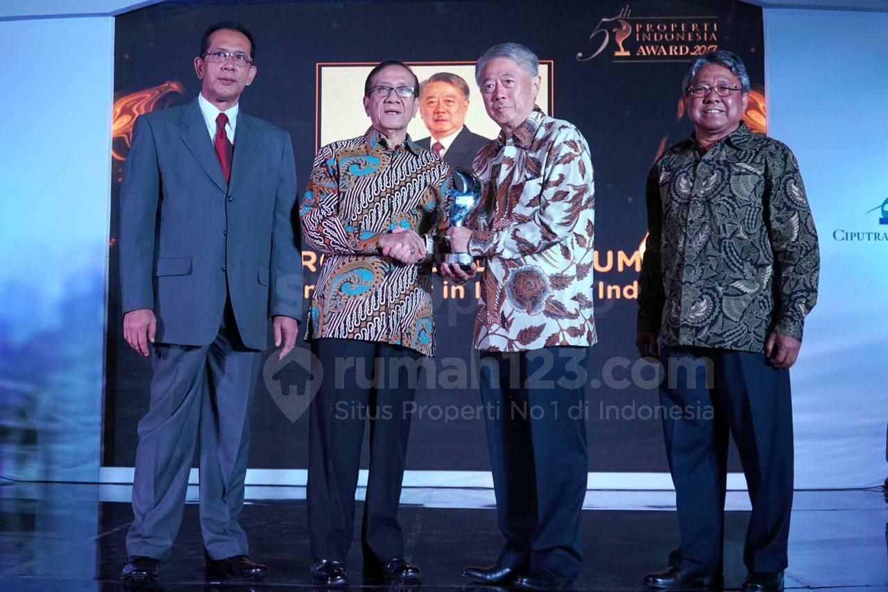 Pendiri dan CEO Intiland Hendro Gondokusumo Terima Penghargaan PIA 2017