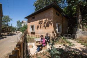 Rumah dari Material Tanah Ini Malah Sukses Meraih Penghargaan Kelas Dunia Lho