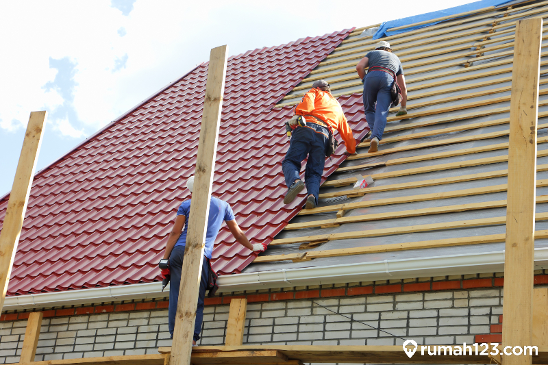 perbaikan atap bocor