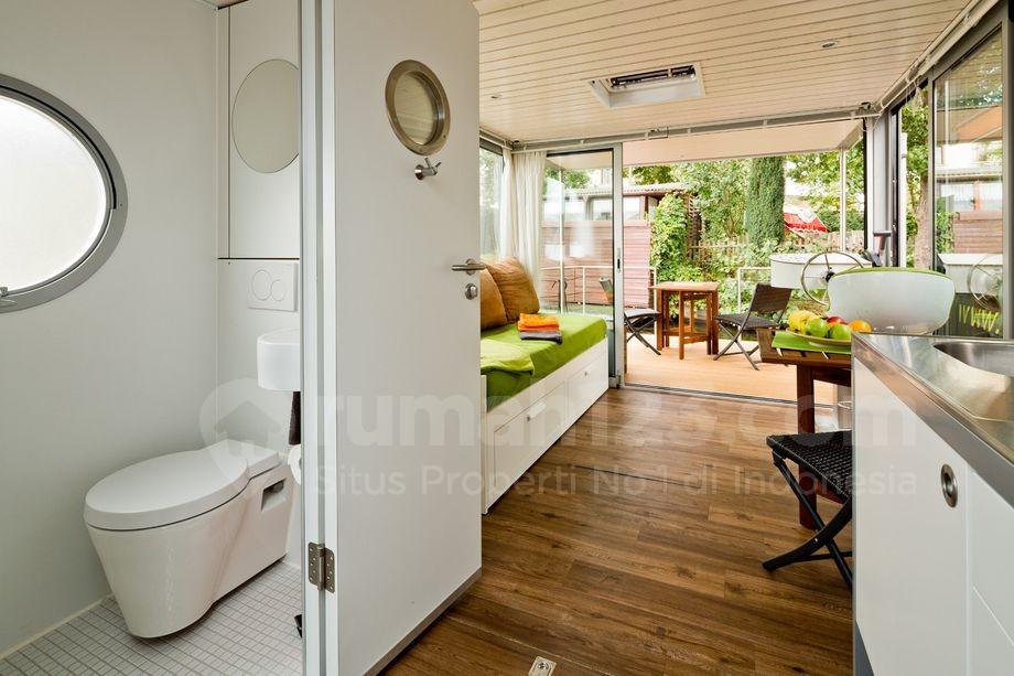 rumah sempit yang cocok buat bangsa pelaut. Black Bedroom Furniture Sets. Home Design Ideas