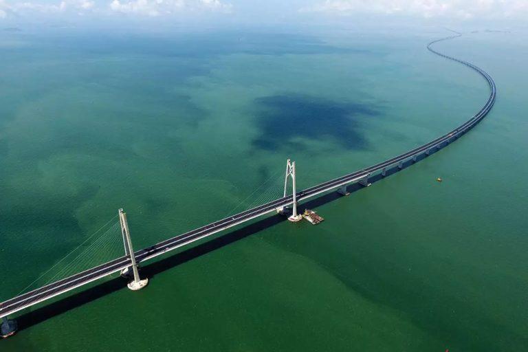 Kayak Apa sih Rasanya Melewati Jembatan Terpanjang di Dunia, Panjangnya 55 Km!