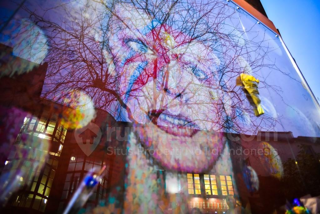 Lukisan Dinding David Bowie Ramai Dikunjungi Penggemar