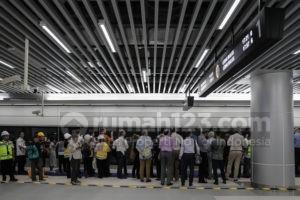 Duta Besar Negara-negara Uni Eropa Uji Coba Naik MRT