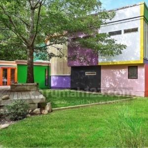 Wow, Rumah Ini Dicat dengan 52 Warna, Mau Ikutan Hitung