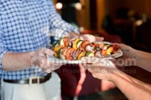 Tips Akur Bertetangga: Jangan Pelit Berbagi Makanan