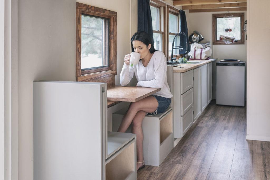 Salah satu inspirasi desain dapur cantik berukuran kecil yang bisa diaplikasikan di hunian minimalis - Rumah123.com