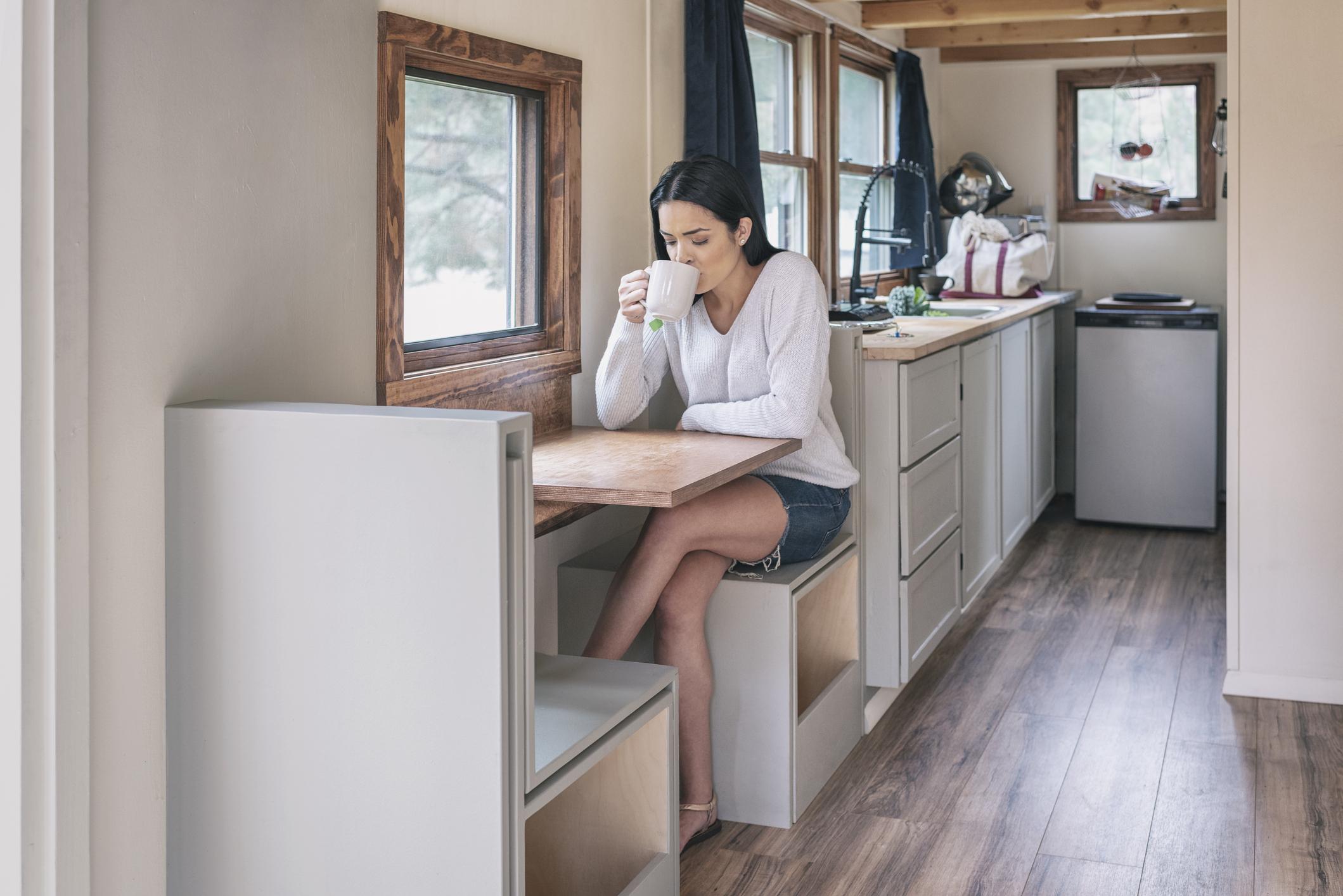 8 Inspirasi Desain Dapur Mungil Ini Bikin Rumah Kecil Jadi Gak Membosankan Rumah123 Com