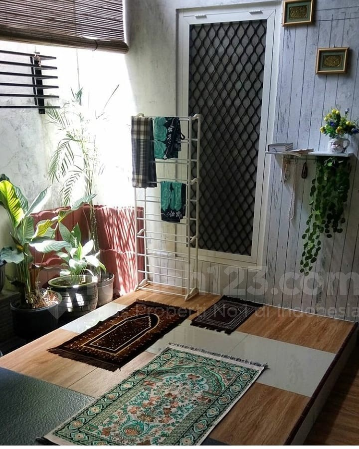 Desain Rumah Minimalis Luar Dan Dalam  7 gambar mushola minimalis dalam rumah yang bikin pengen