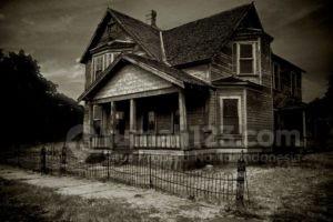 Hanya Generasi Milenial yang Berani Beli Rumah Berhantu
