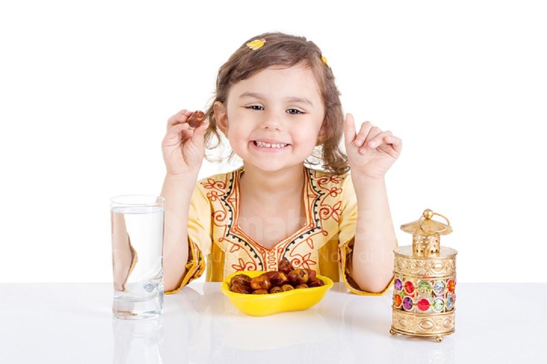 Sejak Kapan Mulai Ajarkan Anak-anak Berpuasa Ramadan?