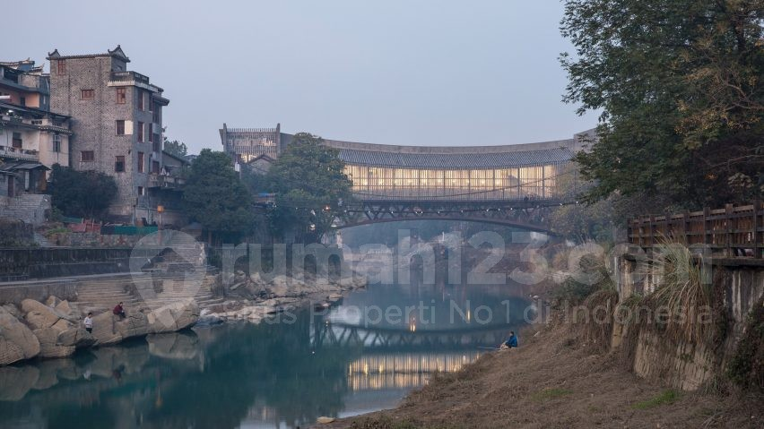 Jembatan Penyeberangan Orang Atau Museum, Menurut Kamu Bagaimana?