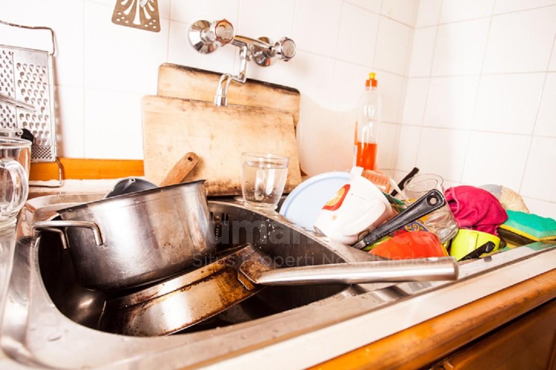 4 Cara Mudah Hilangkan Minyak dan Lemak Dari Peralatan Makan Saat Jamuan Lebaran