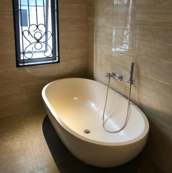 Bathtub oval