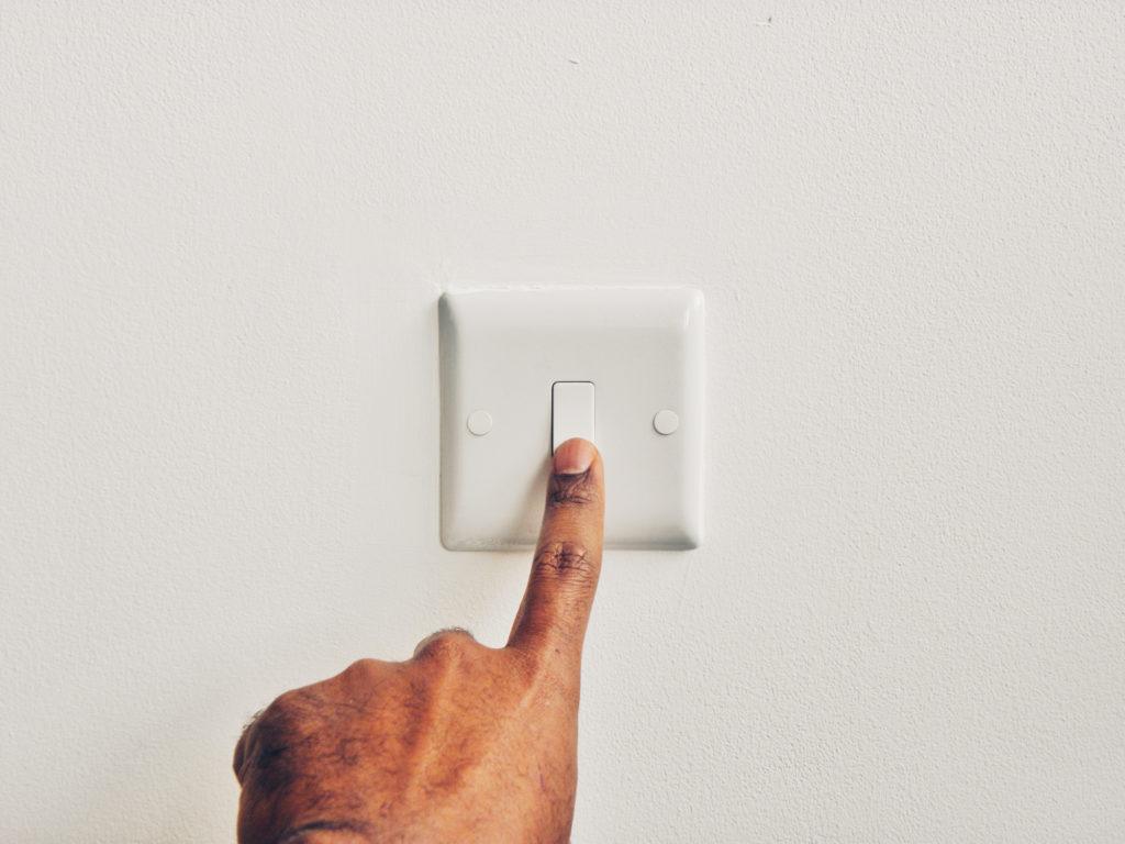 cara menghemat listrik - rumah123.com