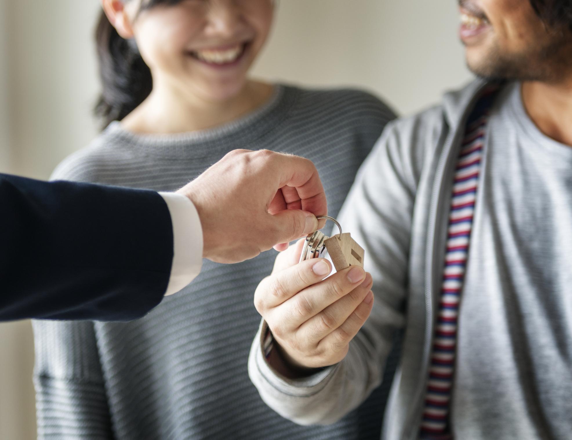 Untuk Hunian Pertama, Lebih Baik Beli Rumah atau Apartemen?