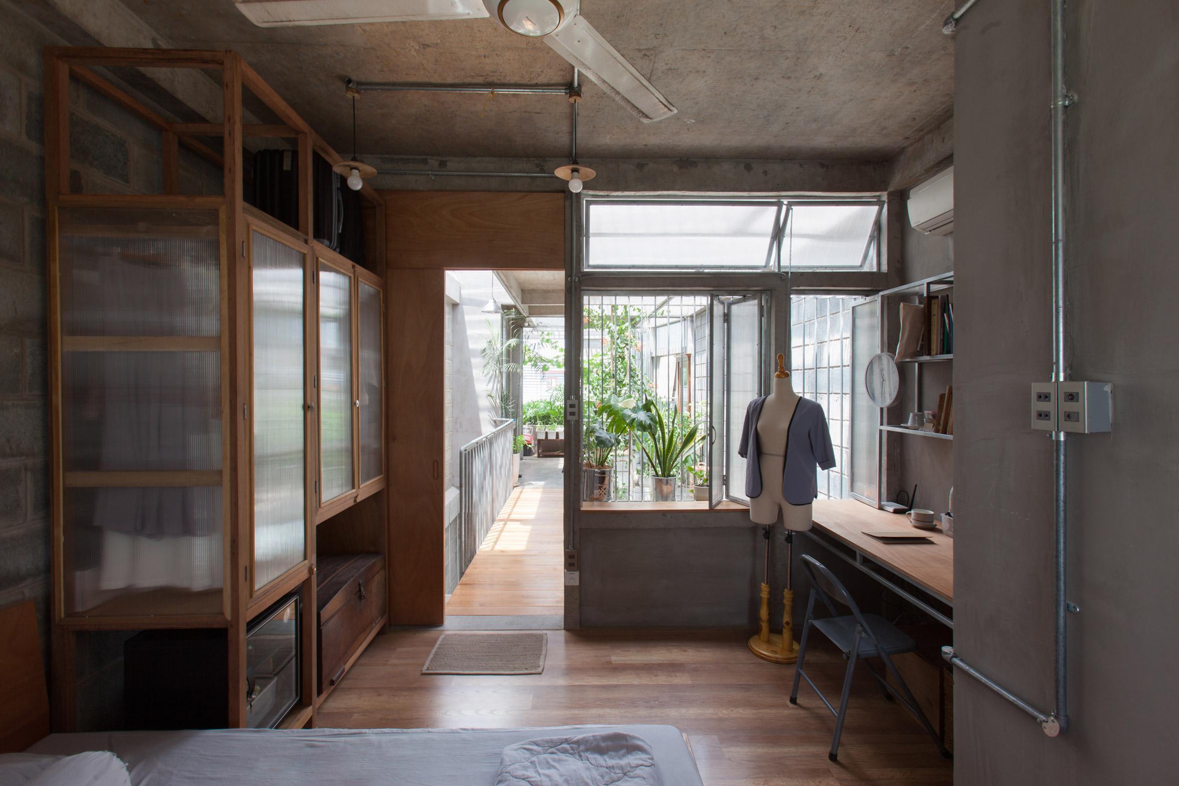 Desain dan Denah Rumah Kecil yang Diapit Dua Gang