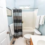 4 Cara Terbaik Memilih Pintu Kamar Mandi
