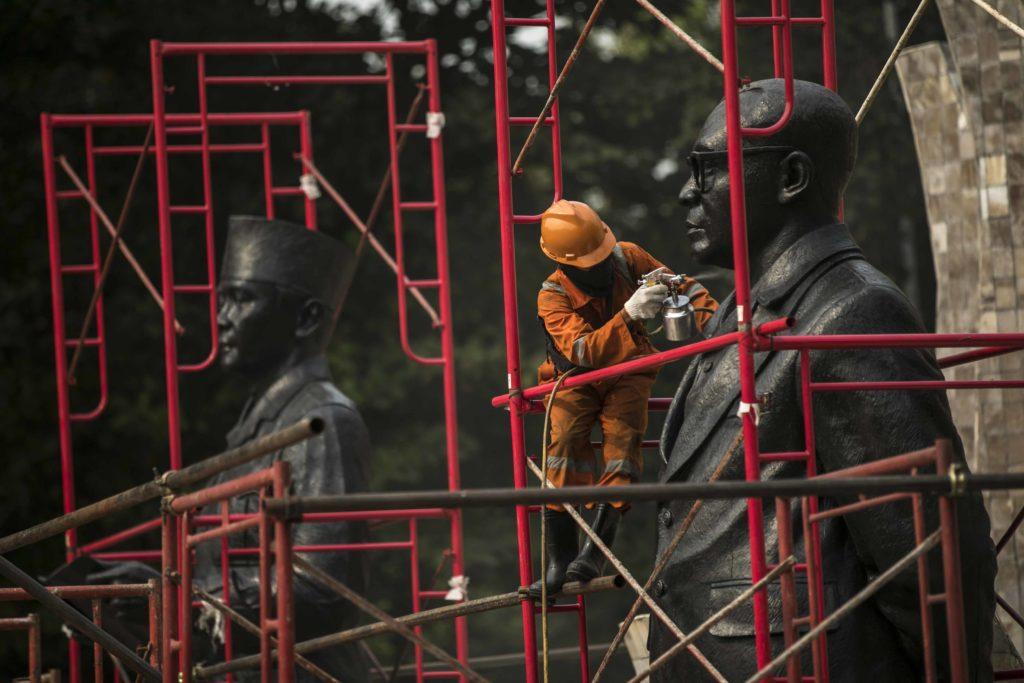 Sambut HUT RI, Patung Proklamator Dibersihkan