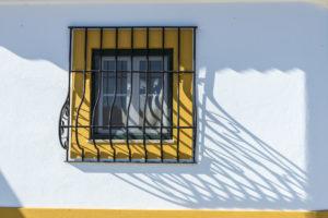 3 Tips Memasang Teralis Jendela yang Benar dan Aman