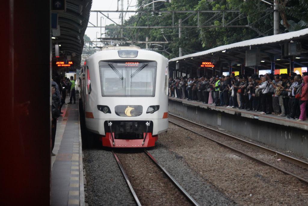 krl commuter line- rumah123.com