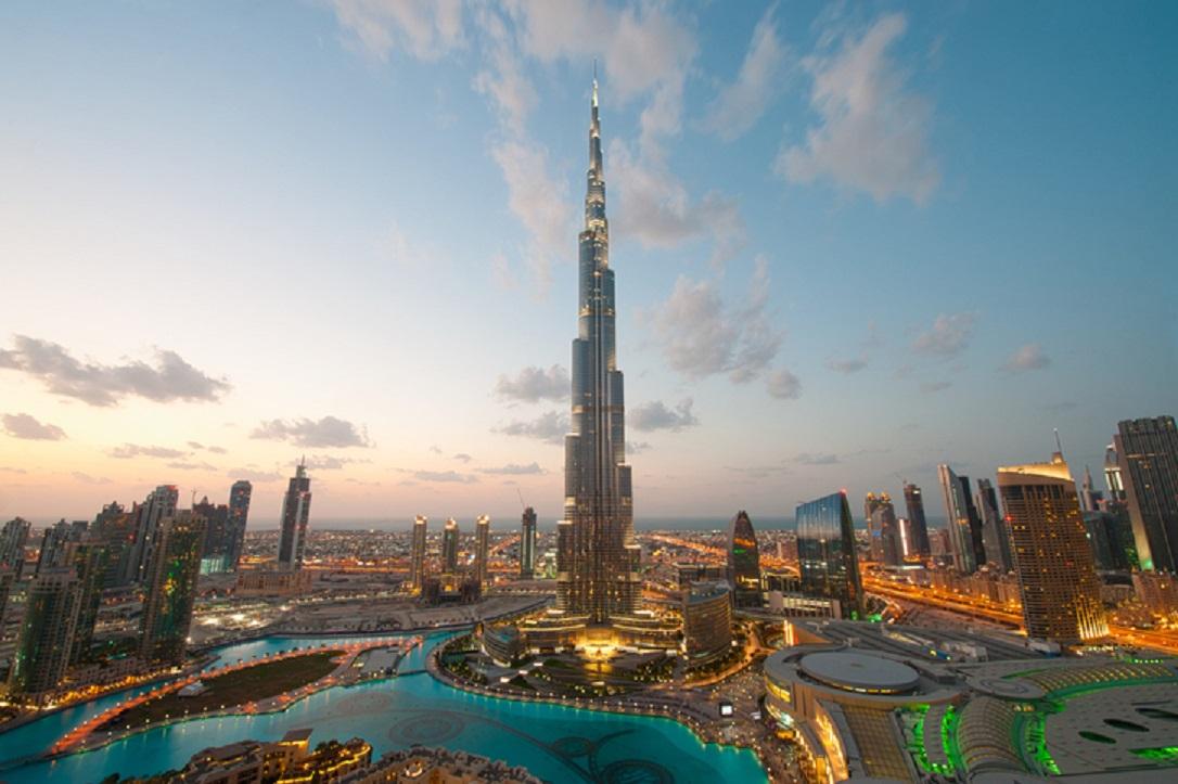 Burj Khalifa dan Adnoc Tower Tampilkan Bendera Indonesia Pada Eksterior Bangunan