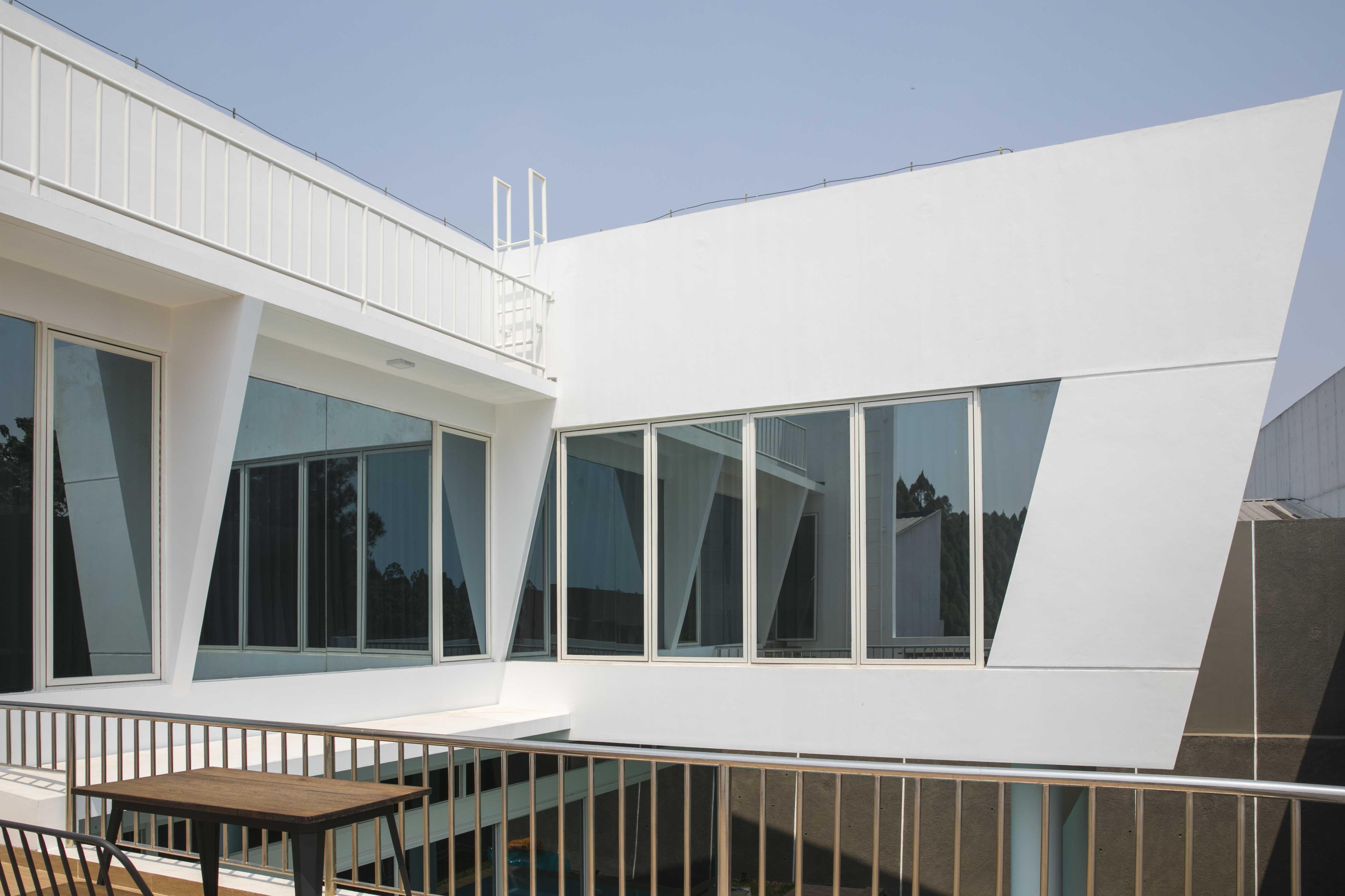 Gaya Modern Kontemporer Dan Futuristik Pada Rumah Italic House Rumah123 Com