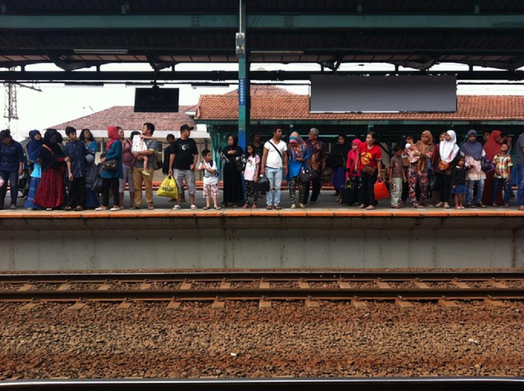 krl commuter line, demonstrasi mahasiswa- rumah123.com