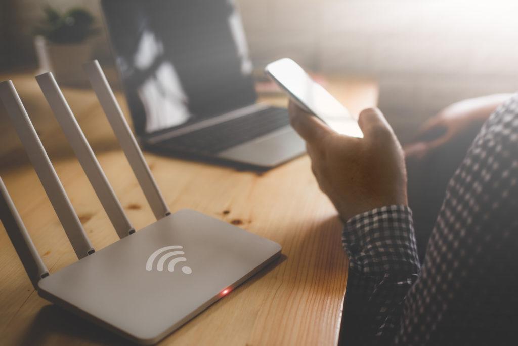 Ada banyak trik yang bisa digunakan untuk membuat sinyal WiFi di rumah jadi lebih kencang - Rumah123.com
