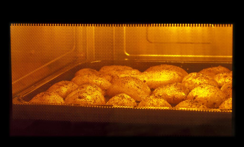 Ada sejumlah makanan yang berbahaya jika dipanaskan dalam microwave - Rumah123.com