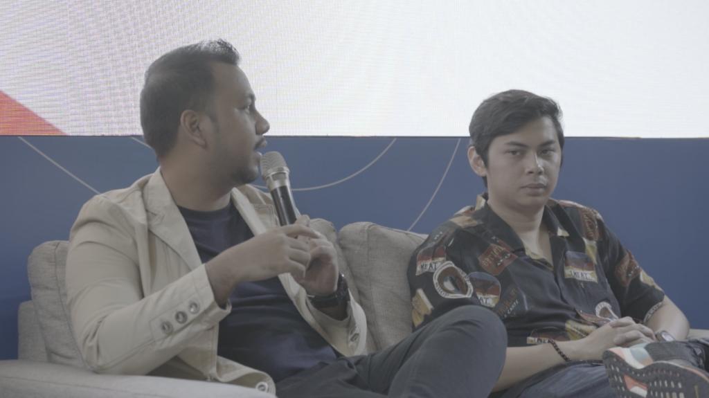 M Kharisma dan Irfan Agia (kiri ke kanan), di acara talkshow FPI 2019 pada Sabtu, 9 November 2019 - Rumah123.com