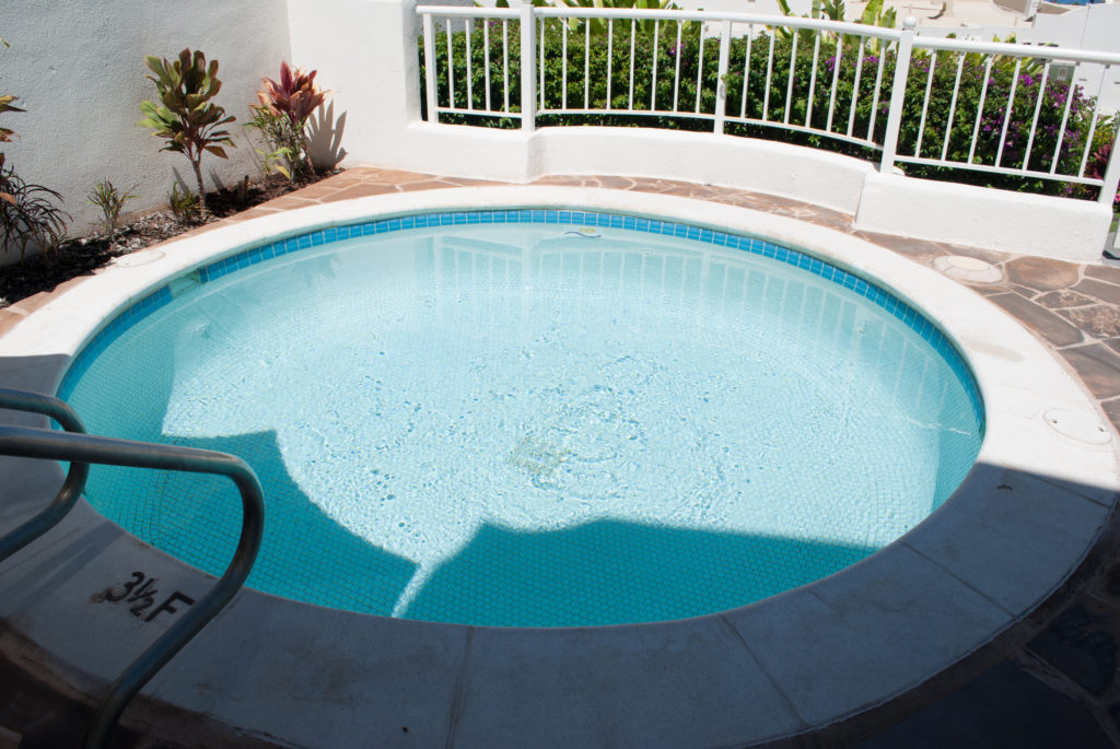 Kolam renang minimalis merupakan jawaban untuk kamu yang punya lahan sempit - Rumah123.com