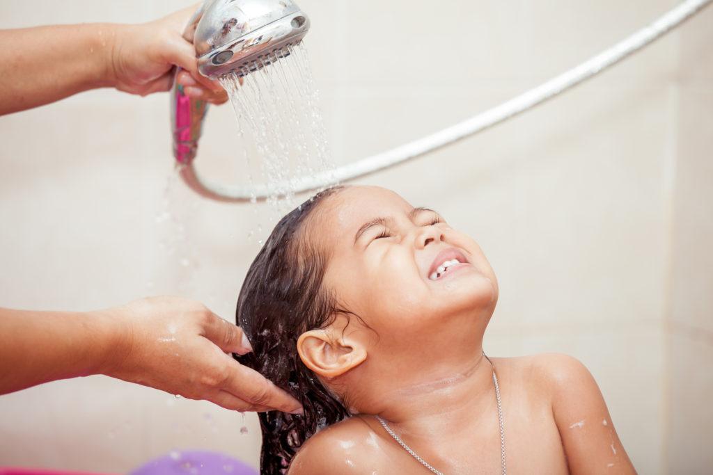 Mandi dengan shower atau bak mandi memiliki kelebihan dan kekurangan masing-masing - Rumah123.com