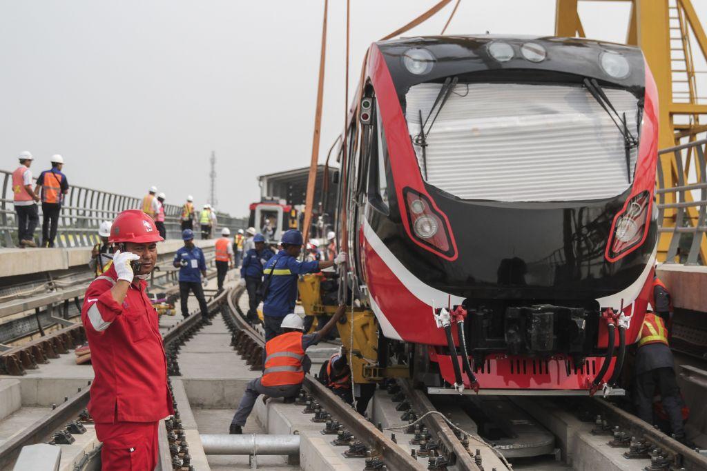 LRT Jakarta Resmi Beroperasi Secara Komersial, Tarif Flat Rp5.000