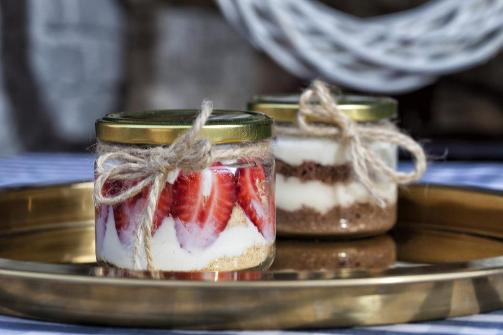 Cake in jar, adalah kue yang disajikan di dalam toples kaca - Rumah123.com