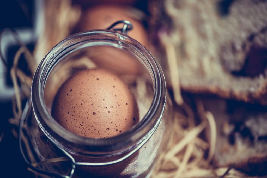 Ternyata kamu bisa memasak poached egg di dalam toples - Rumah123.com