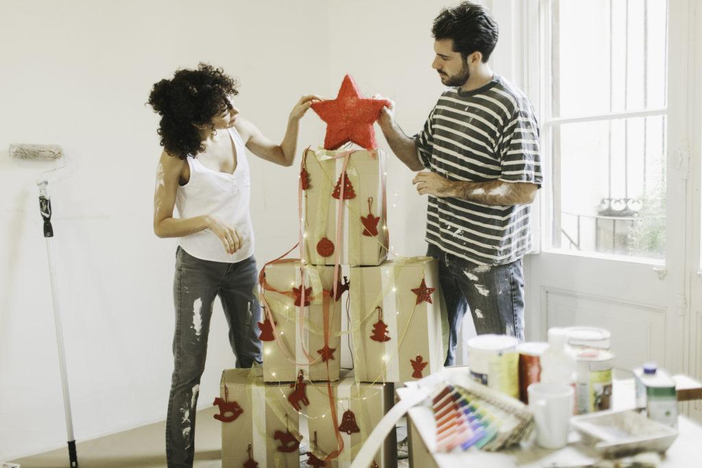 Pohon natal dari kardus, bisa sekaligus mengurangi sampah rumah tangga - Rumah123.com