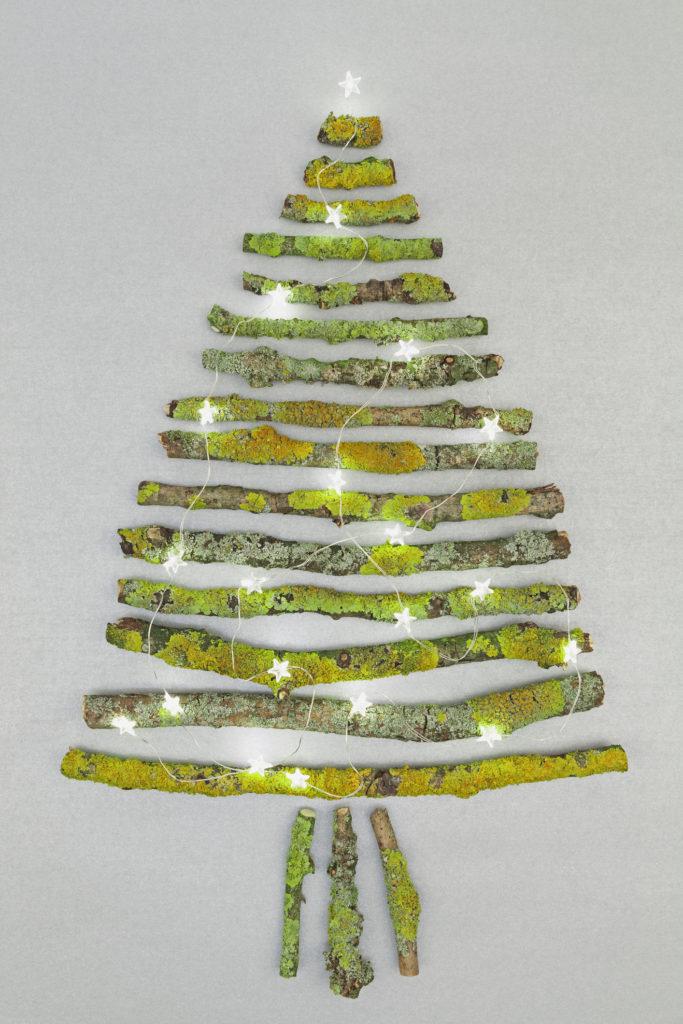 Ranting pohon bisa memberikan sentuhan pohon Natal asli - Rumah123.com